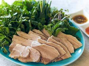 父の日に作りたい、野菜たっぷりのゆで豚の野菜巻き