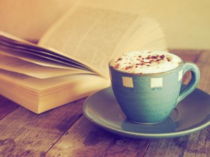 今週末の予定は決まり! 読んで食べて泊まれる、都内のおすすめブックカフェ&ホテル 3選