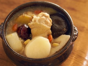 乾燥しがちなこの時期に…簡単サムゲタン風スープでうるおい美人に