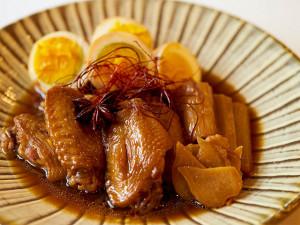 乾燥、冷えの対策に…骨付き鶏肉と卵の黒酢煮